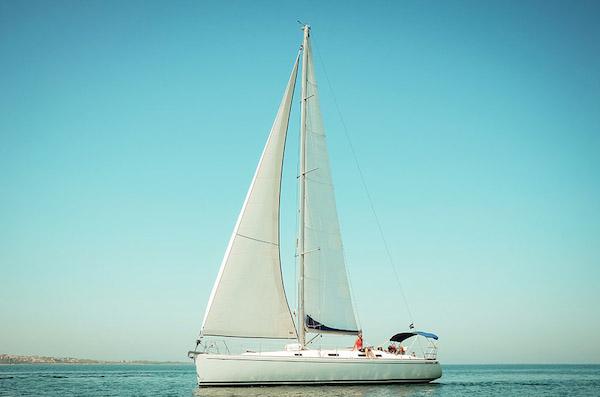 Яхта под наем Салона